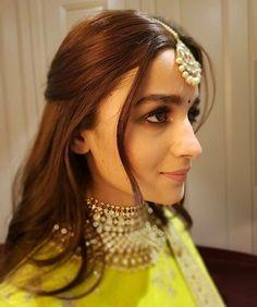 Alia Bhatt in parrot green lehenga. Alia Bhatt Hairstyles, Lehenga Hairstyles, Bollywood Hairstyles, Engagement Hairstyles, Indian Wedding Hairstyles, Braided Hairstyles, Engagement Makeup, Simple Hairstyles, Sonam Kapoor