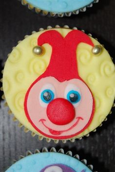 Cupcakes, Holland, Cake Decorating, Decorations, Desserts, Birthday, The Nederlands, Tailgate Desserts, Cupcake Cakes