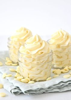 Cupcakes white icing desserts 60 New ideas Buttercreme Frosting, Chocolate Cake Frosting, White Chocolate Buttercream, Chocolate Desserts, White Icing, Cake Fillings, Cake & Co, Frosting Recipes, Cakes And More