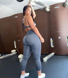 Thick Girls Outfits, Curvy Girl Outfits, Thick Girl Fashion, Curvy Women Fashion, Vrod Harley, Gorgeous Body, Girls In Leggings, Beautiful Black Women, Sexy Women