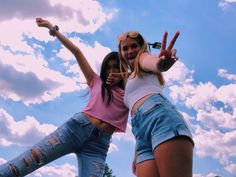 Discover ideas about best friend photos Best Friend Fotos, Foto Best Friend, Best Friend Pics, Bff Poses, Cute Poses, Best Friends Shoot, Cute Friends, Cute Friend Poses, Photoshoot Ideas For Best Friends