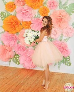 paper flowers by foto by Large Paper Flowers, Tissue Paper Flowers, Paper Flower Wall, Paper Flower Backdrop, Giant Paper Flowers, Big Flowers, Fabric Flowers, Flower Decorations, Wedding Decorations