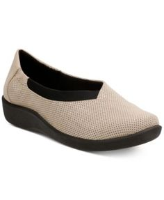 875fee8799e Clarks Collection Women s Cloud Steppers Sillian Jetay Flats Jeans
