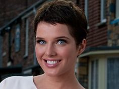 How many ways to wear a pixie haircut? With styling techniques and products you can go from elfin to executive to elegant Manic Pixie Dream Girl, Helen Flanagan, Layered Bobs, Very Short Hair, Going Gray, Hair Raising, Short Cuts, Short Hair Styles, Beauty