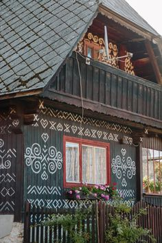 Traditional Slovak Painted Houses in Cicmany Painted Houses, Fairytale House, Road Trip Europe, Barns Sheds, Cottage Exterior, Keeping Room, Timber House, Tourist Places, House In The Woods
