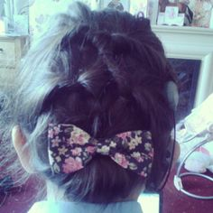 What I like to call 'The Twirl Ladder' with a gorgeous bow...