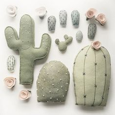 plush cactus creations by /lunabeehive! Felt Crafts, Diy And Crafts, Kids Crafts, Arts And Crafts, Craft Projects, Sewing Projects, Softies, Sewing Patterns, Embroidery