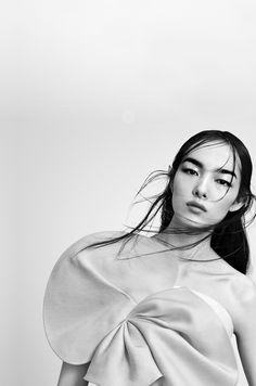 amy-ambrosio:  Fei Fei Sun by Paola Kudacki for T Magazine China #1, March 2015.