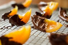 Καραμελωμένα πορτοκάλια βουτηγμένα σε σοκολάτα