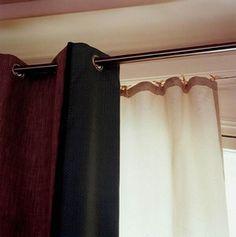 Suspendre des rideaux - Déco : Rideaux et stores - Pose de la tringle La tringle repose sur un support fixé en applique sur le mur, entre deux cloisons, ou au plafond. Pour poser correctement les supports de fixation de la tringle...