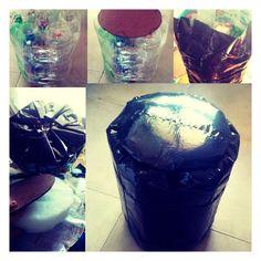 Banquito hecho con botellas plásticas y sachets de leche
