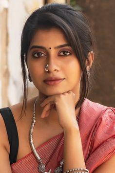 Beauty Full Girl, Cute Beauty, Beauty Women, Indian Natural Beauty, Indian Beauty Saree, Beautiful Bollywood Actress, Beautiful Indian Actress, Glam Photoshoot, Indian Girls Images