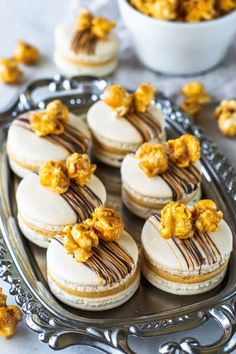 Caramel Popcorn Macarons, filled with salted caramel buttercream and topped with the best caramel popcorn I have ever made! Gourmet Cookies, Baking Cookies, Popcorn Recipes, Brownie Recipes, Cookie Recipes, Caramel Buttercream, Buttercream Filling, Köstliche Desserts, Delicious Desserts