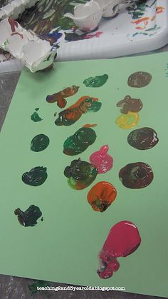 Teaching 2 and 3 Year Olds: Painting with Egg Cartons