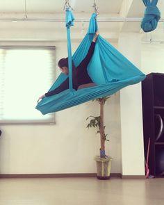 Aerial Dance, Aerial Yoga, Acne Spots, Aerial Arts, Poses, Figure Poses, Aerial Silks