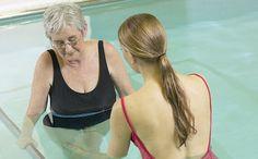 Molte persone soffrono di artrite: un'infiammazione che interessa le articolazioni e si accompagna a sintomi come dolore, arrossamento, gonfiore. Ecco che cosa mangiare se si soffre di artrite.