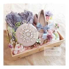 Advice For Planning A Stress-Free Wedding Wedding Gift Wrapping, Wedding Gifts, Free Wedding, Trendy Wedding, Wedding Hamper, Jewel Tone Wedding, Groomsman Gifts, Bride Gifts, Wedding Decorations