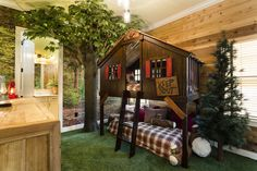 Decorating a Vacation Home with Creatively Themed Rooms This vacation home rental in Orlando has fun theme rooms that kids will love, including this one with a tree house bunk bed. Bunk Beds With Stairs, Kids Bunk Beds, Bunk Bed Fort, Boys Bunk Bed Room Ideas, Corner Bunk Beds, Kids Beds For Boys, Cabin Bunk Beds, Toddler Boys, Tree House Bunk Bed