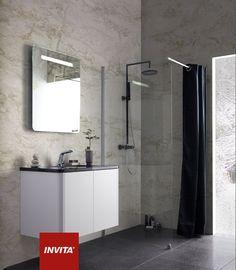 Badeværelse: Athena Cool Corner i modehvid. Bordplade: Granit Angola 30 mm med underlimet porcelænvask - Gea. Spejlet er fra Cassøe model Lineabeta. Brusearmatur fra Cassøe komplet sort rundt. Brusevæg Cassøe soft.