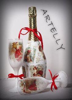 Коледен комплект състоящ се от бутилка шампанско и 2бр. чаши ръчно декорирани с техника декупаж.
