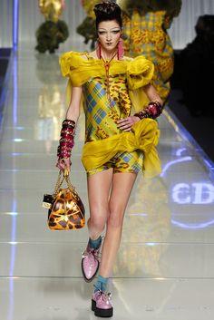 ☆ Mariacarla Boscono | Christian Dior | Fall/Winter 2004 ☆ #Mariacarla_Boscono #Christian_Dior #Fall_Winter_2004 #Catwalk #Model #Fashion #Fashion_Show #Runway #Collection