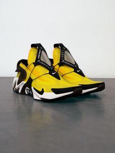 Date de sortie de la Nike Adapt Huarache « Opti Yellow . Nike Adapt Huarache Release Date. Moda Sneakers, New Sneakers, Casual Sneakers, Sneakers Fashion, Casual Shoes, Sneakers Nike, Yellow Sneakers, Nike Zoom, Nike Sb