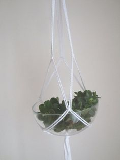 White macrame plant hanger made of thick cotton by laLunaCreazioni, €12.00