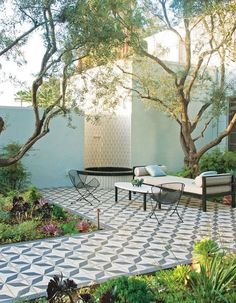 When you choose a suitable landscape design, your backyard can also offer other outdoor living rooms to devote decent time with family members and friends. The backyard is really a good area for landscaping to draw attention to the back of your house.