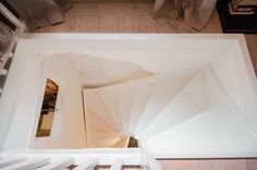 White stairwell / Get started on liberating your interior design at Decoraid (decoraid.com)