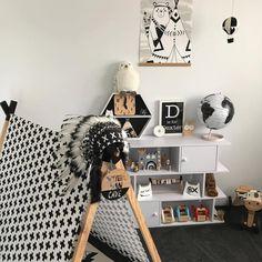 Some Mono Magic for your Thursday. I love this cool room by 🖤 . Boys Room Decor, Kids Decor, Nursery Decor, Art Wall Kids, Wall Art, Pop Design, Thursday, Magic, Fan