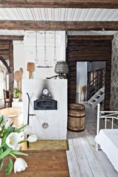 Think of country style and you probably think of shabby chic or rustic on rather recent builds. Then there is the real thing: truly old and rustic houses which Red Cottage, Cottage Living, Cottage Style, Rustic Cottage, Cottage Interiors, Rustic Interiors, Herd, French Country Decorating, Log Homes