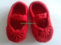 Made by Szela: Buciki i spódniczka dla niemowlaka