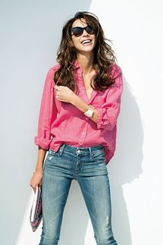 Classic button up shirt, but in a non-classic color (pink vs white). I love that it's V-neck. Daily Fashion, Love Fashion, Fashion Beauty, Girl Fashion, Womens Fashion, Denim Fashion, Fashion Pants, Fasion, Fashion Outfits