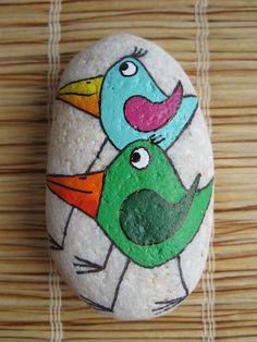 malovaný kámen - dva ptáci