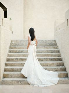 Photography : Rebecca Hollis Photography Read More on SMP: http://www.stylemepretty.com/destination-weddings/2016/04/11/intimate-abu-dhabi-wedding-complete-with-camels/