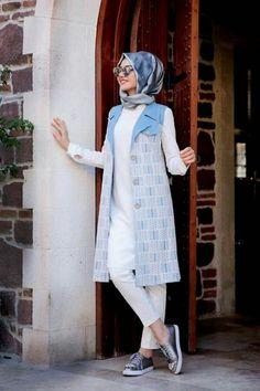 The vest that caught my eyes Islamic Fashion, Muslim Fashion, Modest Fashion, Girl Fashion, Fashion Design, Hijab Style, Hijab Chic, Street Hijab Fashion, Abaya Fashion