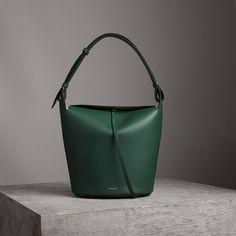 a173f30a36 The Large Leather Bucket Bag #Burberry Burberry Bolsas, Fashion Handbags,  Purses And Handbags