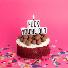 On connait tous et toutes cet ami qui supporte mal son anniversaire... F*** we're old! #mylittleday #dailydoseoffiesta #fuckyoureold #candles #birthday #bougie #anniversaire #party