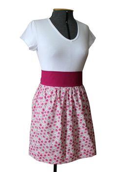 Avental com estampa de passarinhos. Tecido 100% algodão, cós embutido e faixa na cor rosa.