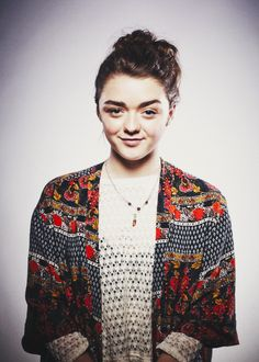 """Margaret Constance """"Maisie"""" Williams is an English actress. She made her professional acting debut as Arya Stark in the HBO fantasy television series Game of Thrones. Acteurs Game Of Throne, Maisie Williams Sophie Turner, Best Young Actors, Actress Jessica, Alycia Debnam Carey, Arya Stark, Woman Crush, Celebrity Crush, Actors & Actresses"""