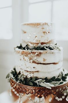 Wedding Cake Ideas We can't get enough of naked cakes! Wedding Goals, Boho Wedding, Fall Wedding, Rustic Wedding, Dream Wedding, Wedding Cake Gold, Elegant Wedding, Trendy Wedding, Wedding Cake Simple