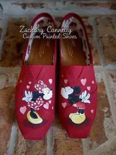 Disney Mickey and Minnie's Kisses Toms by ZacharyConnellyArt - Shoes Cheap Toms Shoes, Toms Shoes Outlet, Toms Boots, Hand Painted Shoes, Painted Toms, Disney Painted Shoes, Tenis Vans, Disney Shoes, Disney Outfits