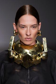 Ktz at London Fashion Week Fall 2014 - Details Runway Photos Big Jewelry, Chunky Jewelry, Modern Jewelry, Statement Jewelry, Custom Jewelry, Jewelry Art, Fashion Jewelry, Jewelry Design, Jewellery Earrings