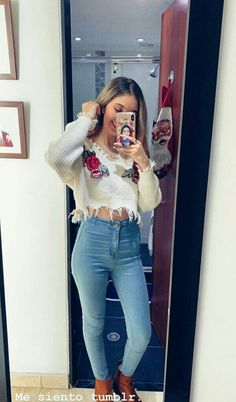 Billie Eilish, Denim Skirt, Mom Jeans, Kimono, Poses, Outfits, Ideas Para, Wallpapers, Stars