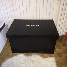 Boîte à chaussures geante