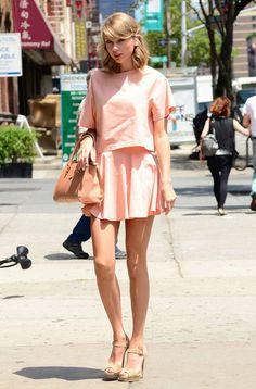 Taylor Swift tiene muchísimo talento para la música y con eso bastaría para ser admirada en medio mundo, ¡no necesita nada más! Pero a este don de valor incalculable se le suma otra cualidad de la artista: su perfecto gusto a la hora de vestir en cualquier situación. ¡Repasamos los mejores!