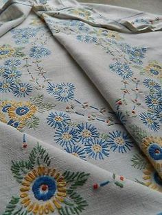 Vintage hand embroidered Irish linen tablecloth - yellow & blue Daisies