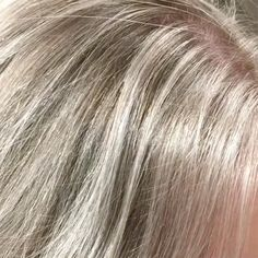 Did you know a shadow root can do more than create dimension? Here's how Jamie Sea uses a micro root smudge to soften her foil lines and create longevity. Sandy Blonde, Icy Blonde, Blonde Color, Short Blonde, Toner For Blonde Hair, Hair Toner, Root Smudge Blonde, Hair Salon Names, Redken Hair Products