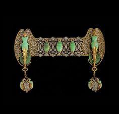 Rene Lalique (1860 - 1945). Corsage ornament 'Scarabs' Gold, chrysoprase, diamonds, brilliants. ca.1897.