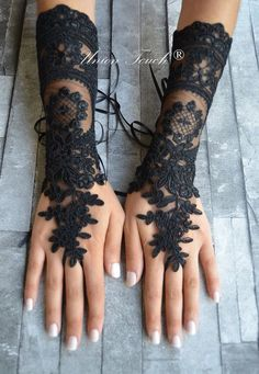 Black or ivory lace gloves french lace bridal lace wedding fingerless gothic gloves black camarilla burlesque vampire glove guantes 250 Gothic Outfits, Gothic Dress, Black Wedding Dresses, Lace Dresses, Black Weddings, Party Dresses, Mode Alternative, Alternative Wedding, Wedding Gloves